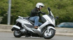 Maniable scooter location scooter rental paris SILVER SCOOTER